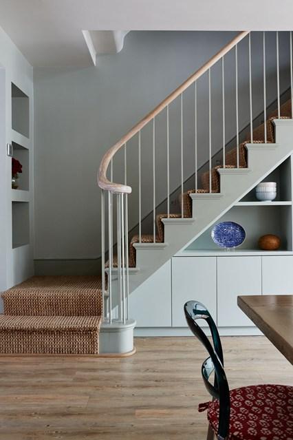 prostor pod schody - jak vyuzit maly prostor