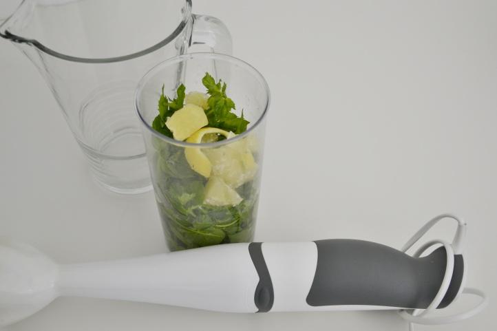 Postup na přípravu mátové limonády - před mixováním.