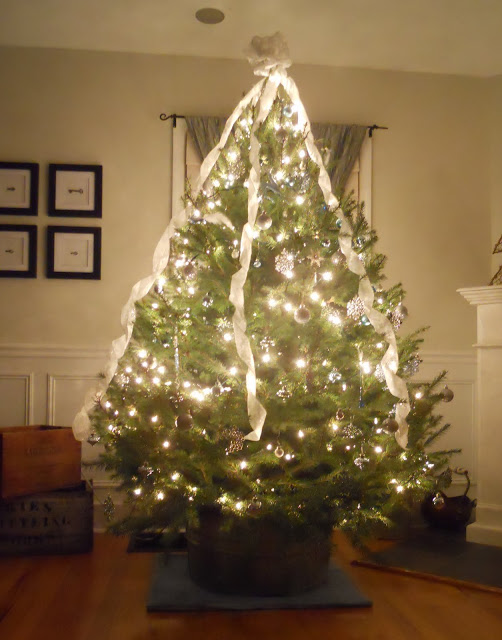 Images Of Christmas Trees Decorated With Ribbon