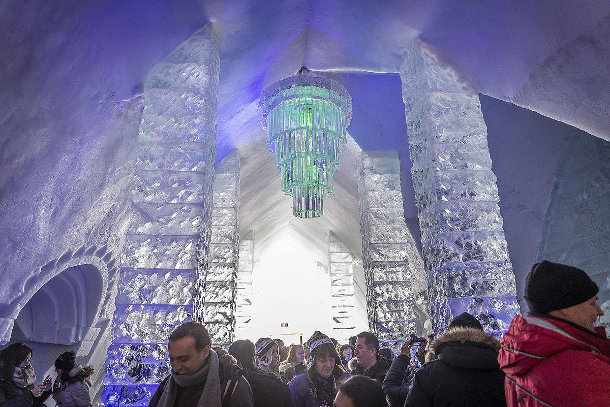 Pohádkový ledový hotel každoročně láká tisíce návštěvníků