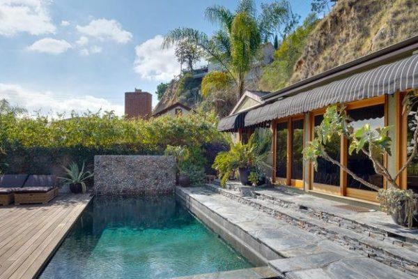 Leonard z Teorie velkého třesku prodal dům v Hollywood Hills za 2,5 mil $