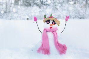 Jak postavit sněhuláka: krok za krokem + nápady na ozdobu