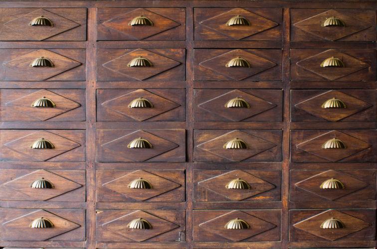 dřevný nábytek