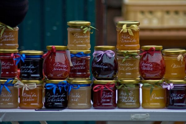 DIY: Myslete na Vánoce už v létě, blízké potěšíte džemem, ořechy i sušeným ovocem