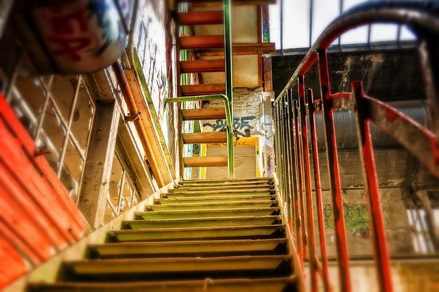 strmé schodiště