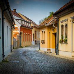 ulice s rodinnými domy