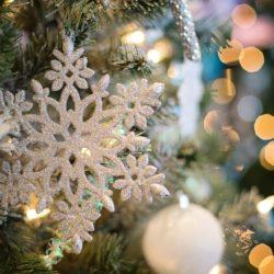 vánoční strom s vločkou