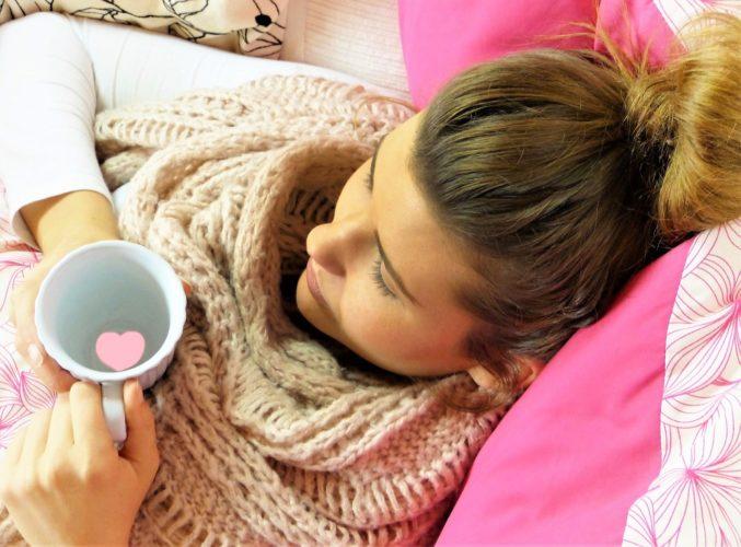 mladá žena, nemoc, chřipka