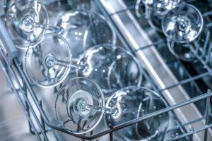 Jak ušetřit vodu s myčkou na nádobí: Opravdu děláte tohle?
