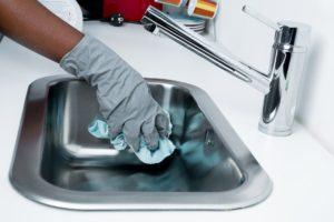 Začněte jarní úklid už teď! Které věci můžete s klidem vyhodit?