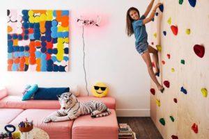 Kreativní zeď v dětském pokoji! Postavte doma lezeckou stěnu