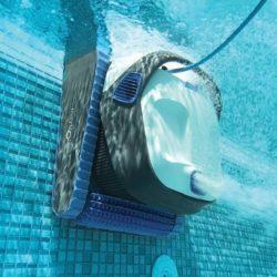 Vyčistit bazén rychleji a hlavně příjemněji? Vyzkoušejte bazénový vysavač!
