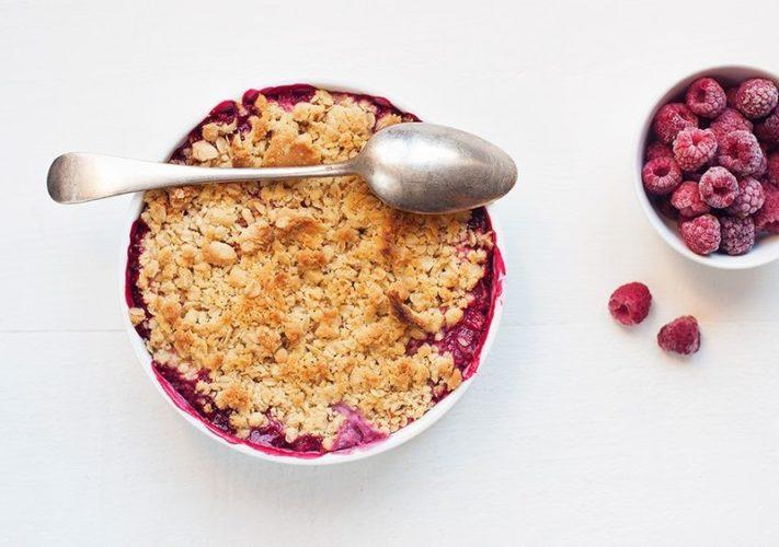 Crumble je výborný ovocný koláč bez těsta. Ideální rychlý dezert!