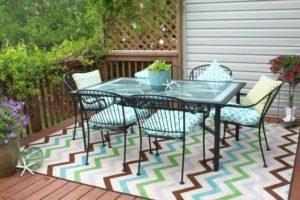 Venkovní designové koberce jsou trendem letošního léta! Položte koberec na terasu